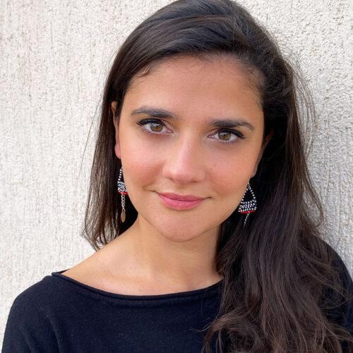 Amali-Earrings_Model01